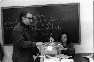 Lluís Hernández votando en 1979