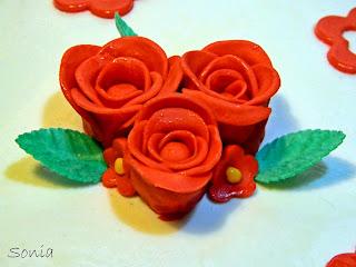 In Cucina Con Sonia Buon Compleanno Nonna Torta Di Rose Rosse In Pdz