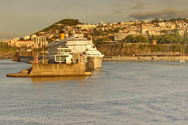 uma manhã de sol no Porto do Funchal