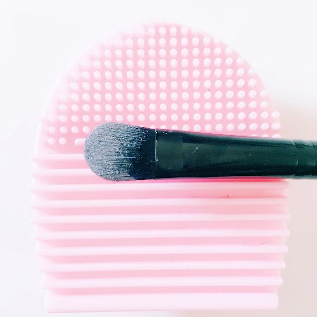 Brosse nettoyante à pinceaux