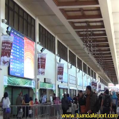Puncak arus balik Tahun Baru di Bandara Juanda diprediksi bakal terjadi pada Senin (2/1) malam. Saat itu, jumlah penumpang diperkirakan menembus 60.000 penumpang.