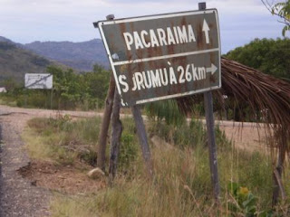 Venezuelanos fogem do paraíso humanista, igualitário e socialista