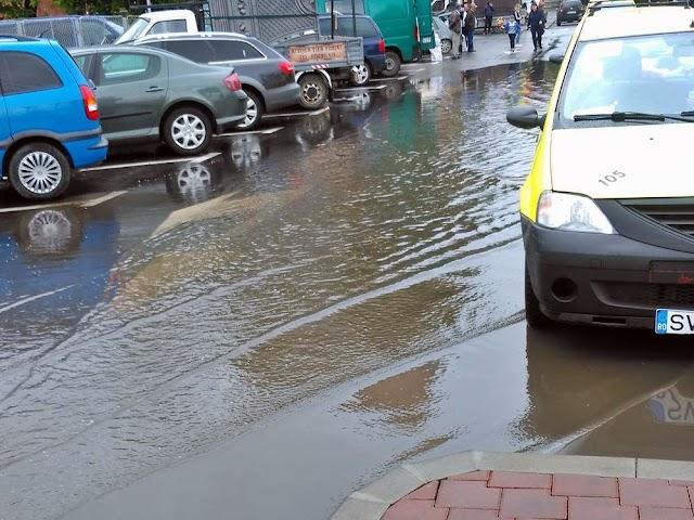 FOTO Inundație la Bazar din cauza noilor amenajări rutiere