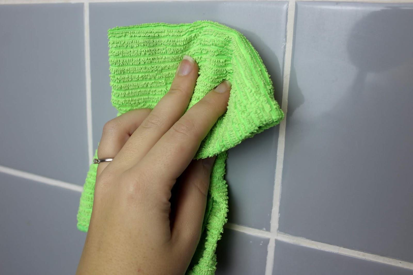 DIY Badezimmer Make Over - einfaches Recylcing mit der SCHÖNER-WOHNEN pep up Renovierfarbe für Fliesen