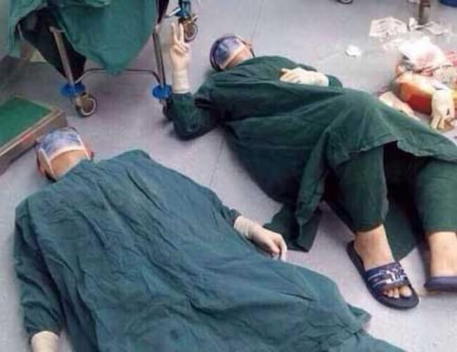 15 Pictures That Prove How Incredibly Powerful The Human Soul Can Be - Doctors resting after 32 hours of surgery.