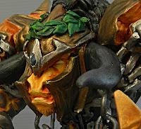 scultura minotauro laureato tauren creatura armatura elmo statuina particolare macro ormemagiche
