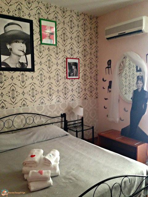 hotel cineholiday, dove dormire a napoli, stanza audrey hepburn
