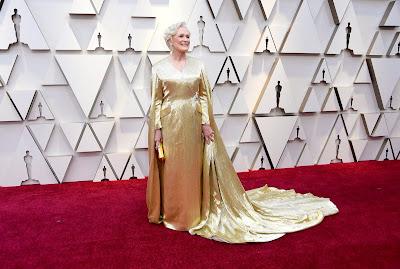Glenn Close de dorado en la alfombra roja de los Oscar 2019
