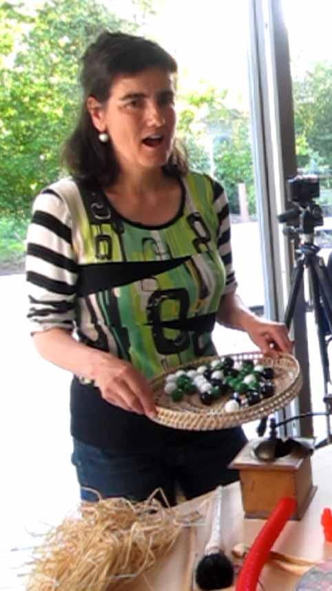Performance bruitages voix et peinture avec Sylvie Zahnd