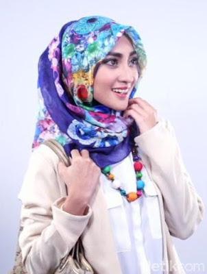 Inilah Kesalahan Wanita Indonesia Saat Berhijab yang Menyebabkan Rambut Rusak