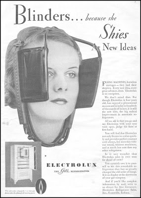 Propaganda da Eletrolux onde uma mulher usa uma viseira de cavalo.