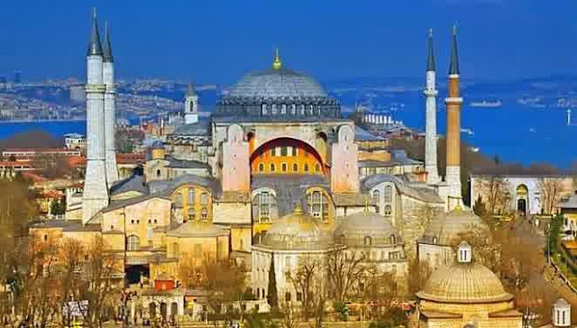 Protes Ucapan Paus Soal Genosida, Ratusan Orang Tuntut Hagia Sophia Kembali Dijadikan Masjid