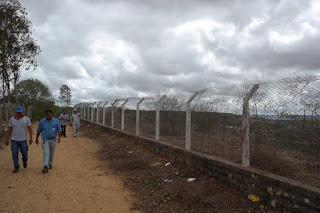 Prefeitura Setorial realiza limpeza e manutenção da cerca do Horto Florestal do CES