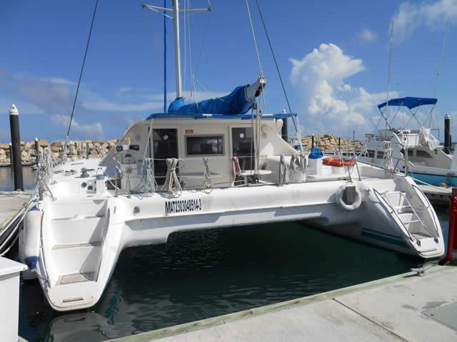 accesos escaleras catamaran