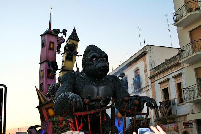 gorilla, carnevale, carro carnevalesco, maschere, animale