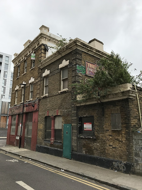 Abandoned pub, Deptford Bridge, London