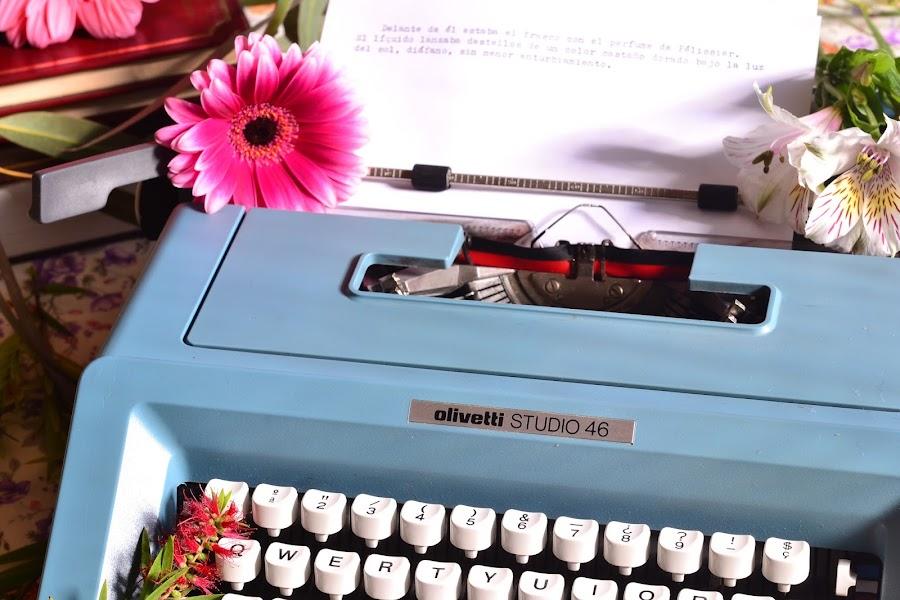 Decorar boda vintage con maquina de escribir antigua