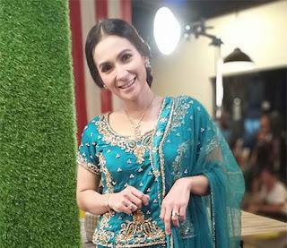 Erlin Sarintan Pakai Baju India