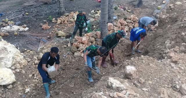 Tanpa Kenal Lelah, TNI dan Rakyat Terus Bermanunggal di Hari Ke-43 Kegiatan Pra TMMD Kodim 1415/Kep Selayar