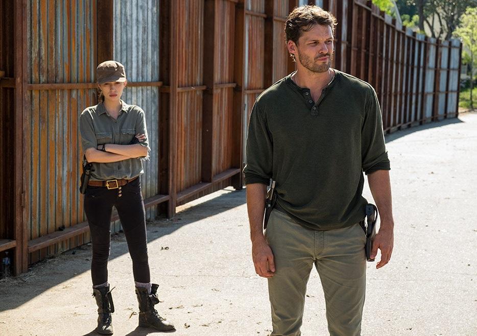 Rosita y Spencer esperan a Negan en The Walking Dead 7x04 Service