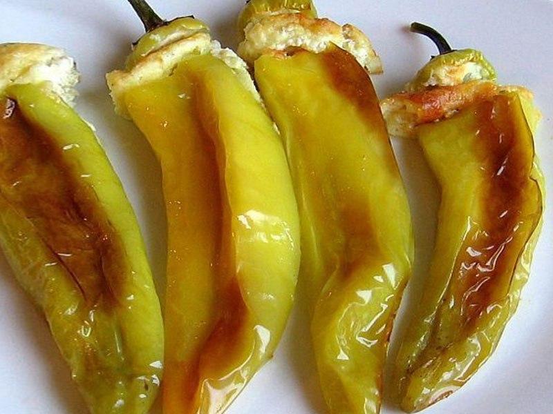 Γεμιστές πικάντικες πιπεριές με φέτα