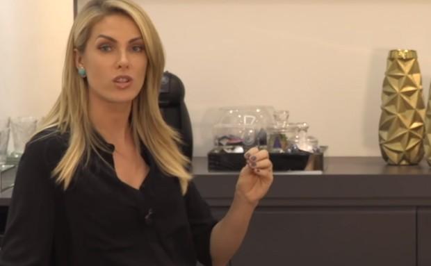 Ana Hickmann surpreendeu os fãs ao falar sobre sexo em seu canal no  YouTube. O tema é bem diferente dos que ela costuma abordar na rede social,  como moda, f19f3c11d9