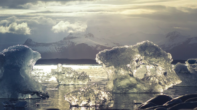 Wallpaper: Ice melts in Iceland