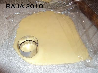 حلويات عيد الفطر جزائرية  بلاطو لاشكال عديدة بعجينة واحدة بالصور 5.jpg