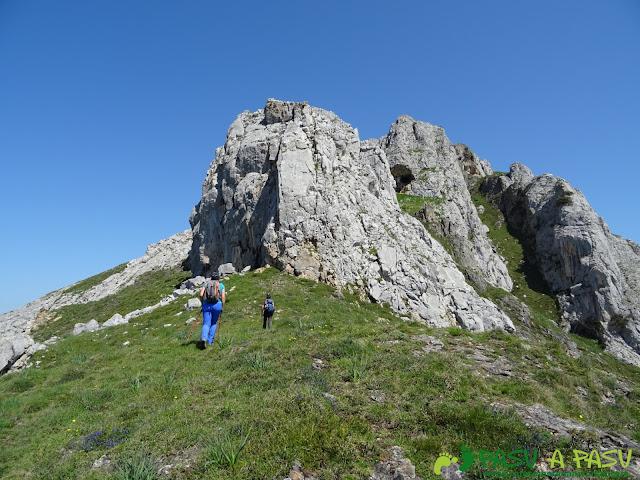 Murallón en la Sierra de Caranga