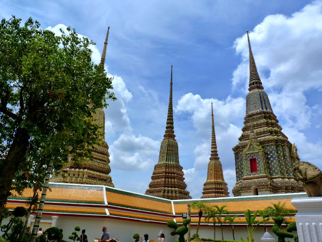 Chedis Wat Pho visita imprescindible en Bangkok
