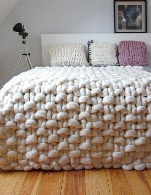 manta feita com a técnica maxi crochê