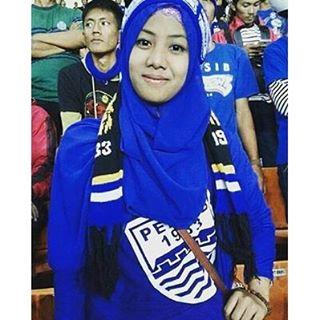 Ladies Viking Jilbab di stadion