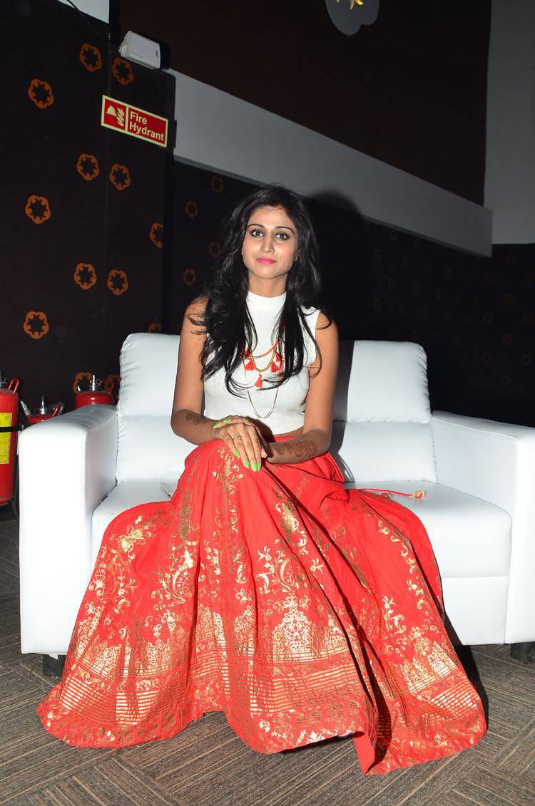 Shamili Navel Hip In White Top At Audio Launch