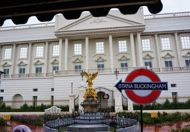 Zona Istana Buckingham Museum