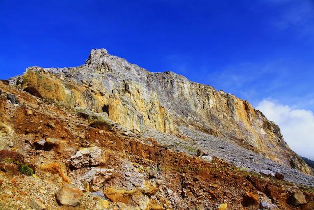 Pemandangan sekitar Gunung Papandayan sangat indah.