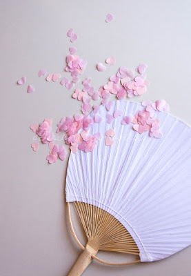 Paypay blanco y confetti rosa