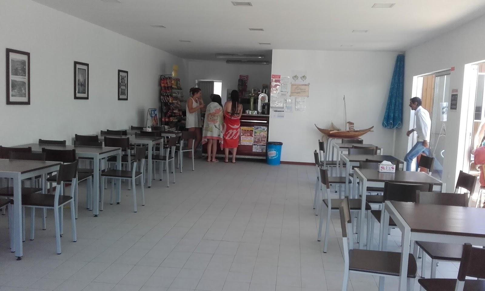 Interior do Café da Praia Castelo e Piscina Municipal