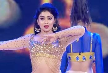 Shriya Saran Superb Dance Performance