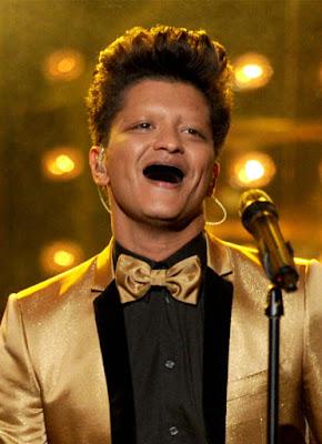 fotomontaggio del cantante bruno mars senza denti