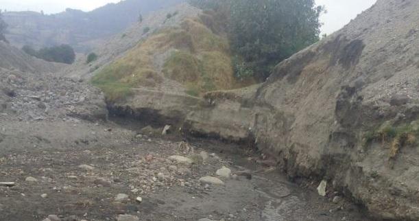 Terreno donde pasa un río en Tenango