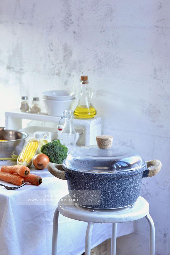 Ayam Suwir Kemangi Pedas dengan Debellin Cookware