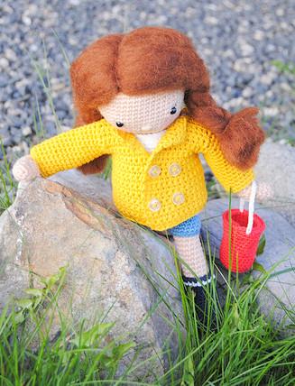 Crochet pattern amigurumi doll girl with bucket