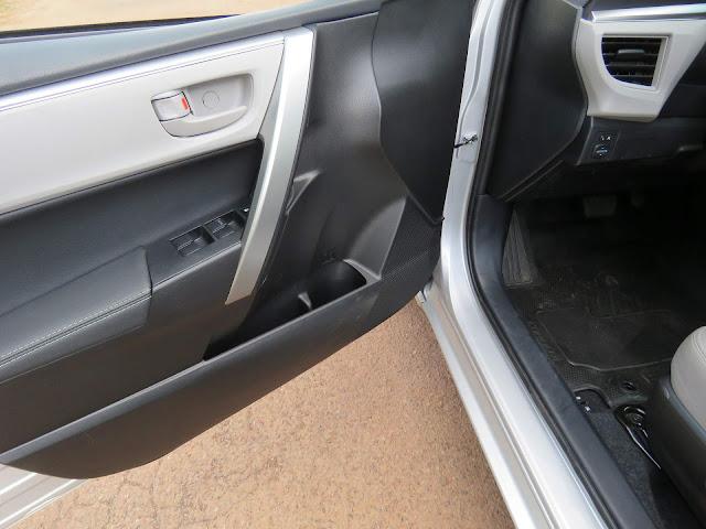Toyota Corolla GLi 2017 - acabamento interno