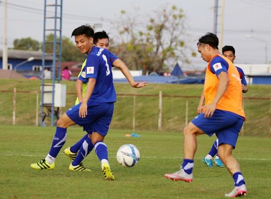 Đức Chinh và Công Phượng cùng chiến đấu ở hàng tiền vệ