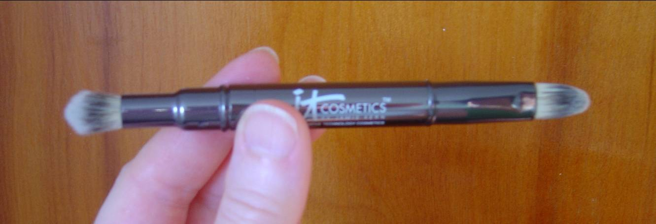 IT Cosmetics Dual Airbrush Concealer Brush.jpeg