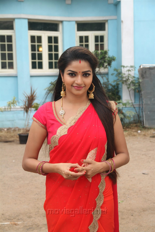 Serial Actress Nithya Ram Hd Image And Photos - TOP 10