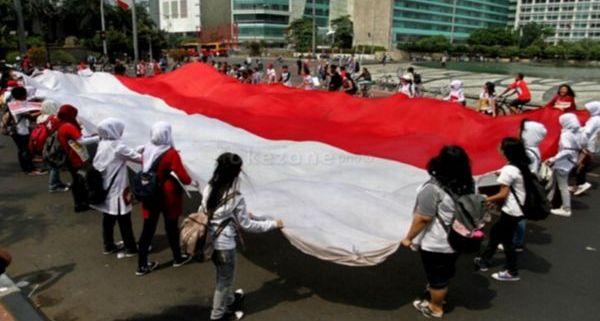 Parade Bhinneka Tunggal Ika Diikuti 97.000 Massa di Silang Monas