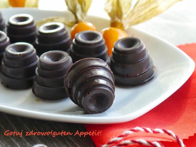 Pralinki orzechowe z amaretto i czekoladki z musem malinowam - Czytaj więcej »
