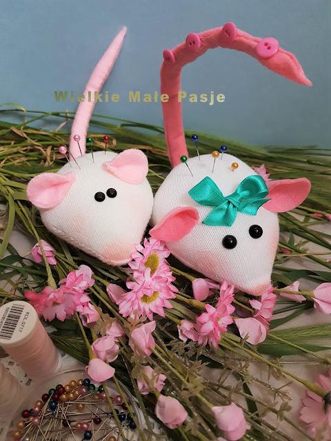 skarpetki, skarpetkowe zabawki, szycie ze skarpetki, skarpetkowe wytwory, zabawki uszyte ze skarpetki, igielniki, igielniki ręcznie szyte, mysz, mysz zabawka, mysz pluszak, biała mysz, pomysł na prace plastyczne z dziećmi, wiosna, zboże, myszy  w zbożu, socks, socks toys, sewing with socks, socks products, toys sewn from socks, needles, hand-sewn needles, mouse, mouse toy, mouse, soft toy, white mouse, idea for plastic works with children, spring, grain, mice in cereals, носки, носки, шитье с носками, изделия из носков, игрушки, сшитые из носков, иглы, ручные иглы, мышь, мышь, мышь, мягкая игрушка, белая мышь, идея для пластических работ с детьми, весна, зерно, мышей в зерновых, calcetines, calcetines juguetes, costura con calcetines, calcetines productos, juguetes cosidos de calcetines, agujas, agujas cosidas a mano, ratón, ratón juguete, ratón, peluche, ratón blanco, idea para trabajos de plástico con niños, primavera, grano, ratones en cereales