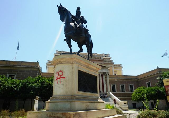 Ηλίας Κασιδιάρης στο Δ.Σ. Αθηναίων: Ή θα καθαρίσετε μέχρι την Δευτέρα το άγαλμα του Κολοκοτρώνη από το G@y Pride ή θα το κάνουμε εμείς! Βίντεο